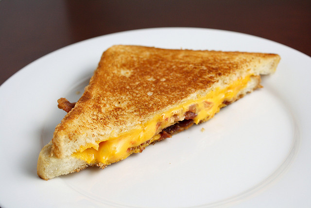 grilledcheese_dishingupdelights