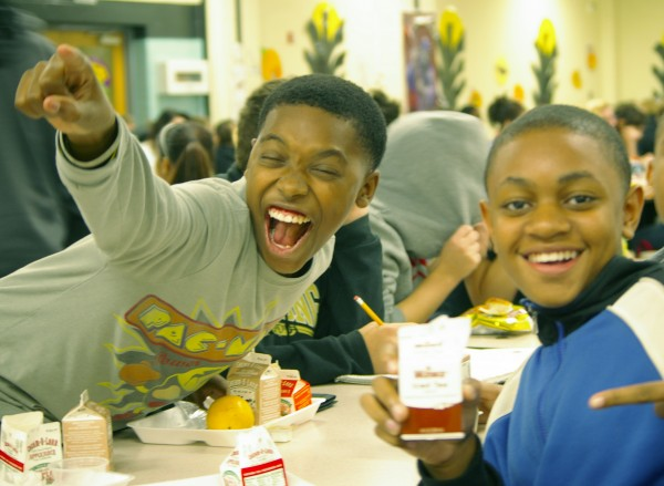 kid-pointing-lunch_trumantigers