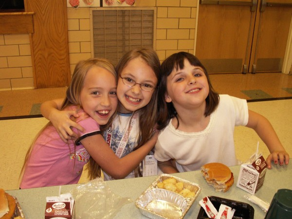 three-little-girls-cafeteria_buttongirl