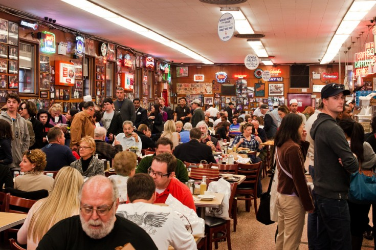 Is It OK To Save Seats In A Crowded Restaurant?