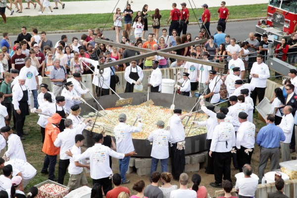 113057_largest_seafood_stew_UMass_Amherst